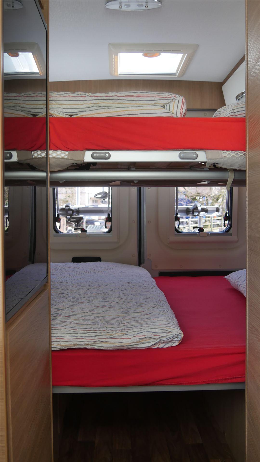 camper mieten wohnmobil mieten und reisemobil mieten. Black Bedroom Furniture Sets. Home Design Ideas